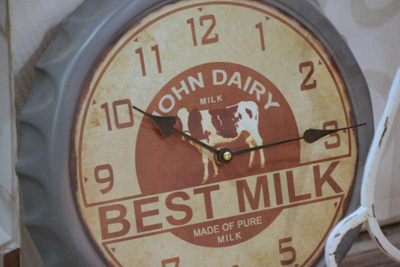 "Wanduhr ""BEST MILK"""