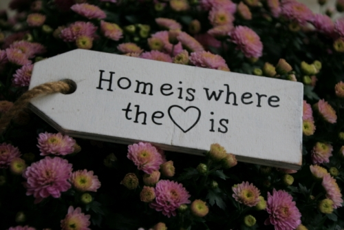 Schild home is where the heart is